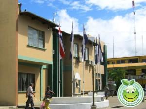 Parque central y Municipalidad de Tela