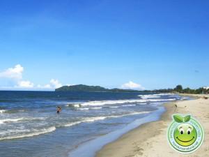 Hermosa playa de Tela Honduras al fondo Cerro Triunfo de La Cruz