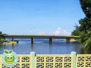 Vista del puente nuevo desde el puente viejo de Tela Honduras