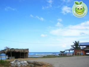 Linda vista de negocios y playa en Sambo Creek, Honduras
