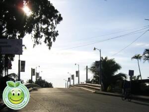 Atardecer en el puente nuevo de Tela Honduras