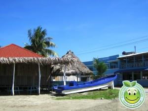 Negocios a la orilla del mar en Tela Honduras